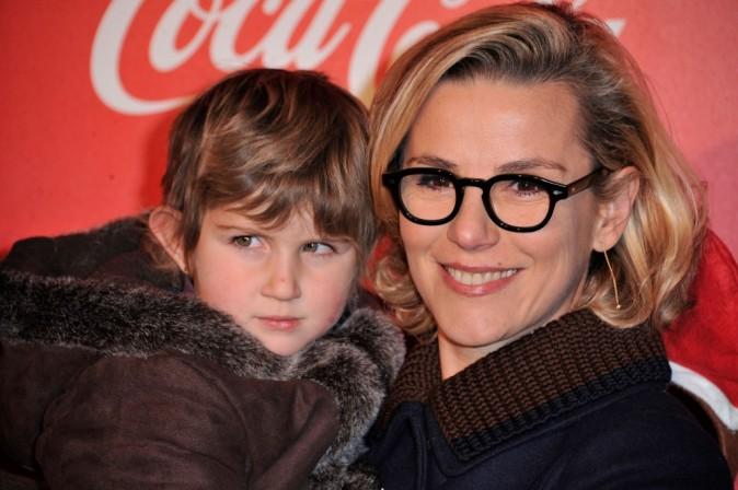 Laurence Ferrari à l'inauguration des vitrines de Noël Coca-Cola à Paris le 26 novembre 2012