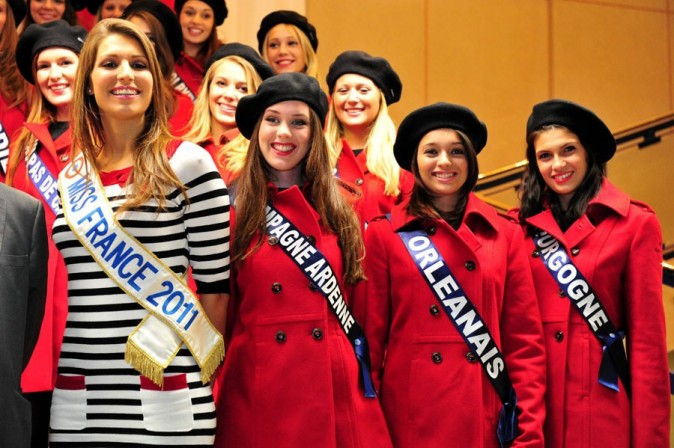 Entourée des 33 Misss régionales !