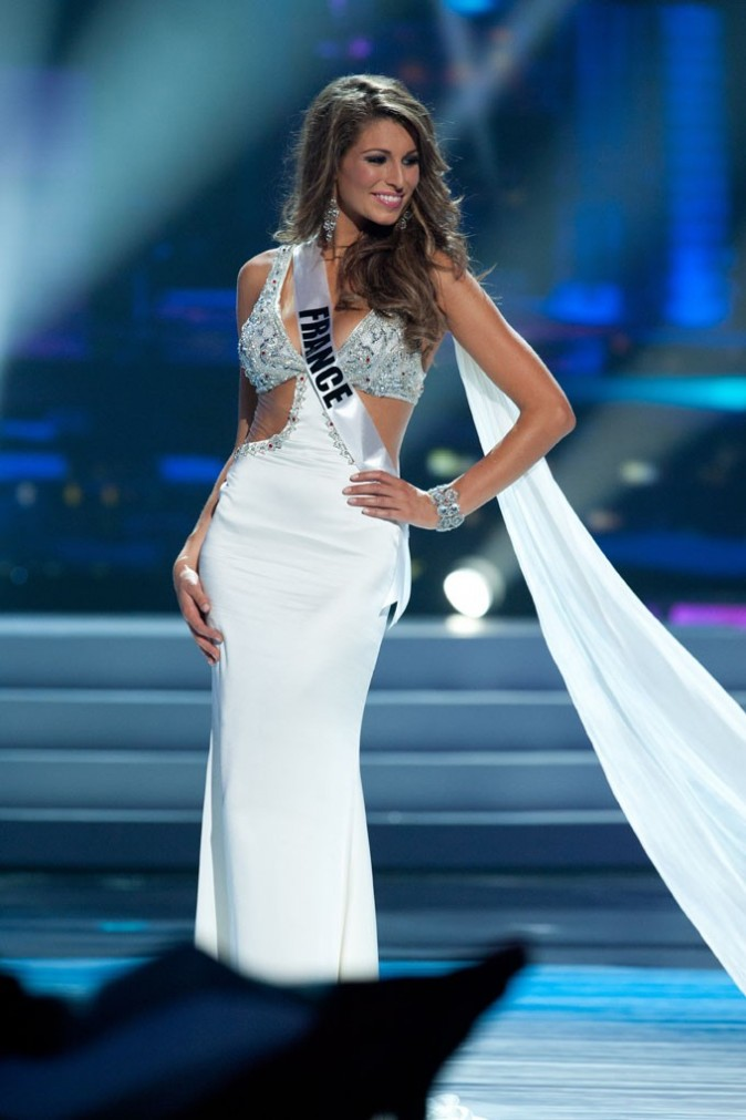Hyper-élégante en robe de soirée !