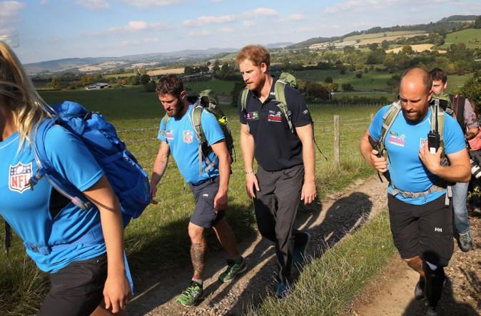 Le Prince Harry enfile ses basket pour crapahuter avec ses anciens frères d'armes