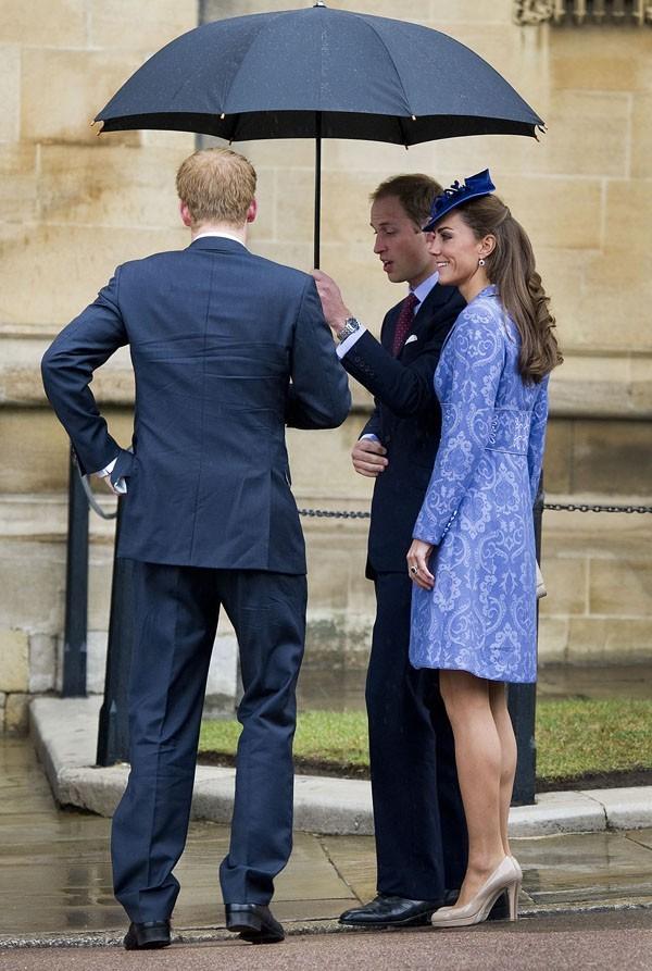 Le manteau bleu de Kate qui choque les Anglais !