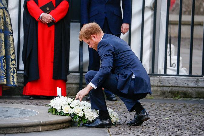 Photos : Le Prince Harry rend hommage aux victimes des attentats en Tunisie