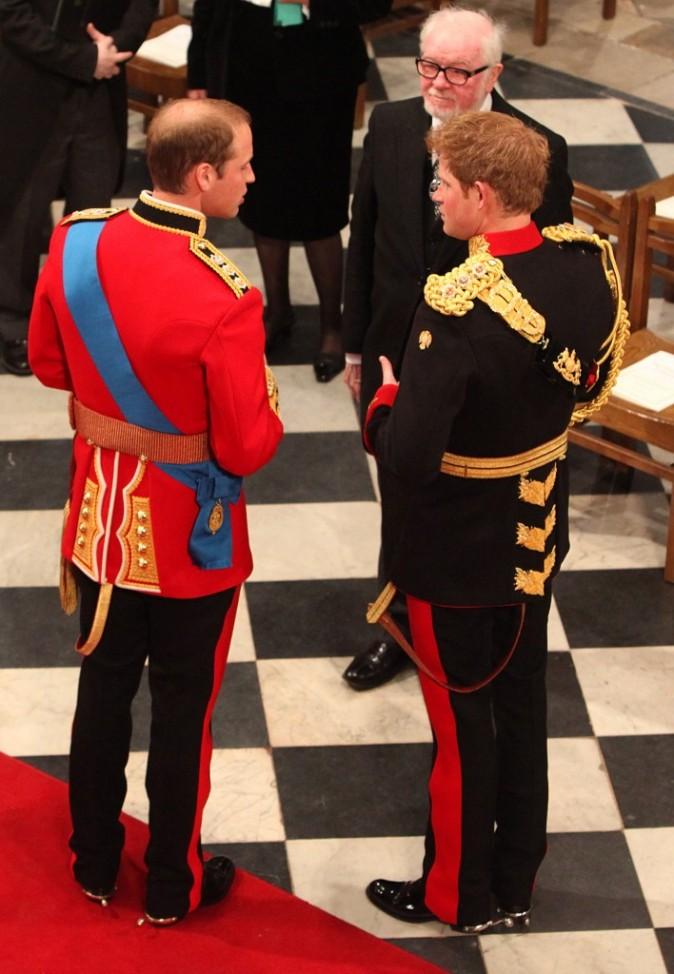 Le Prince William et le Prince Harry arrivent à l'Abbaye de Westminster, le 29 avril 2011.