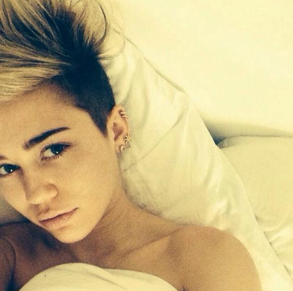 Le selfie au réveil comme Miley Cyrus !