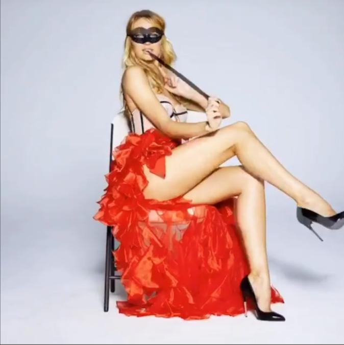 Photos : le sexy show de Candice Swanepoel pour noël