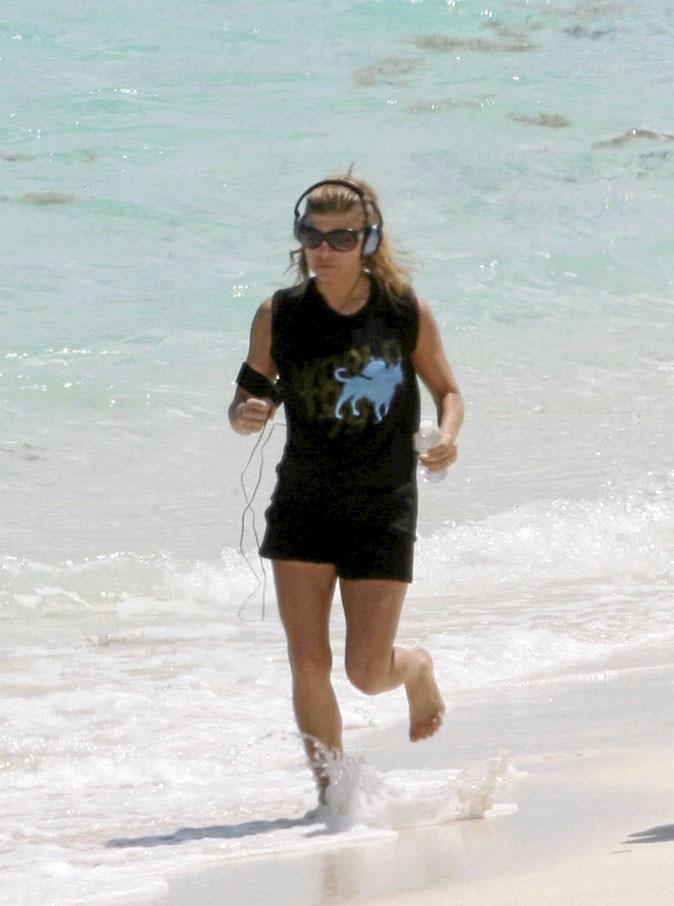 Fergie : un petit footing sur la plage en écoutant les Black Eyed Peas ?