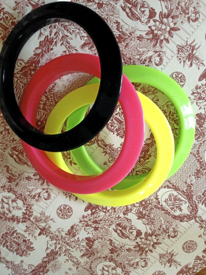 Bracelets multicolores, New Look 6,99 €