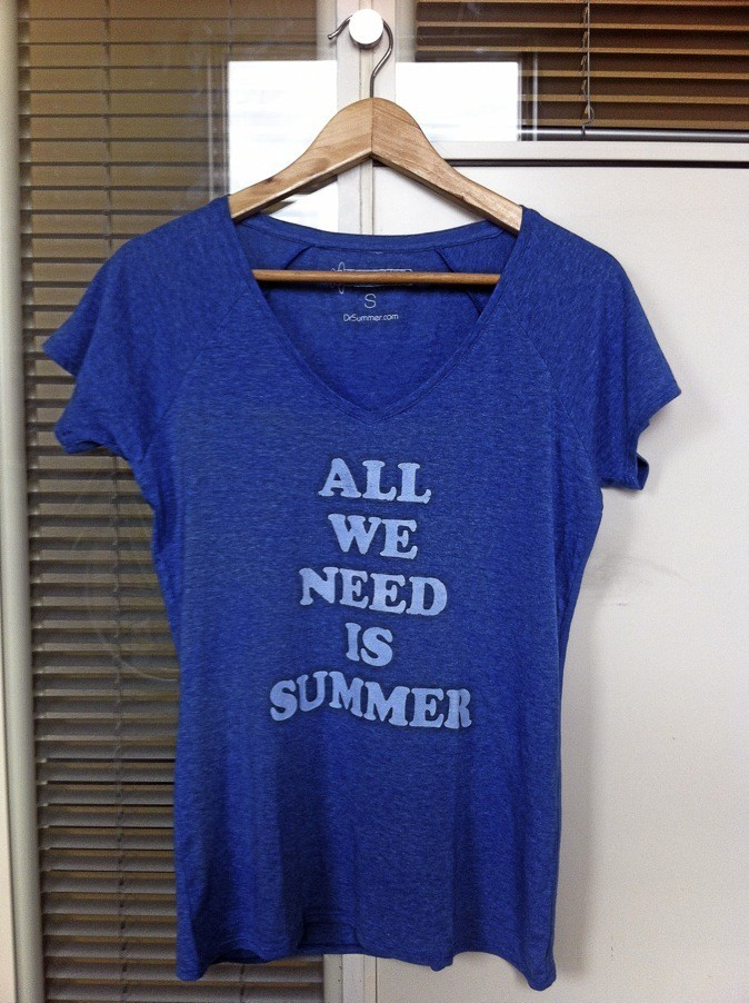 T-shirt All We Need is Summer, drsummer.com 20 €