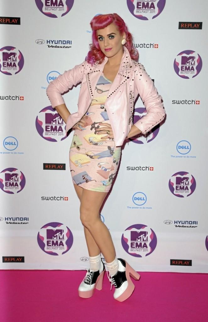 Katy Perry, colorée de la tête aux pieds !