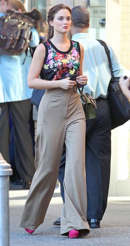 Pantalon taille haute et top coloré hier pour Leighton !