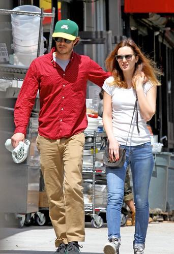 Adam Brody et Leighton Meester à New York le 1er mai 2014