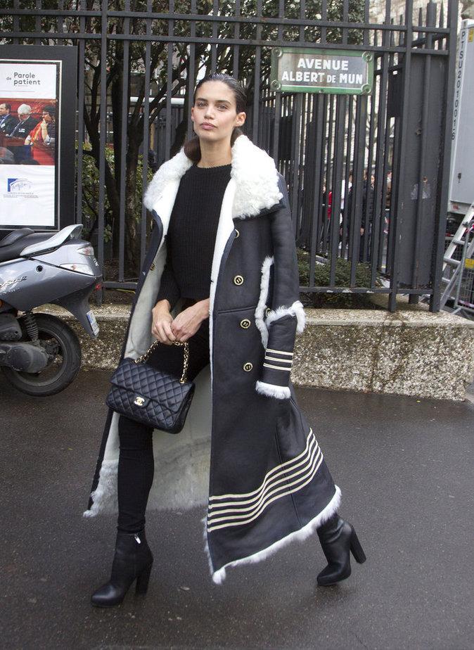 Photos : Leïla Bekhti, Sara Sampaio, Kris Jenner : des brunes qui comptent, chez Miu Miu !
