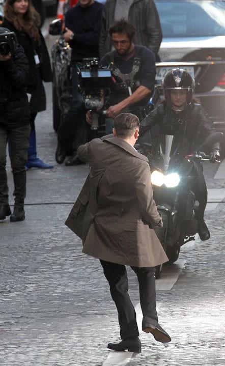 Une moto manque de l'écraser !
