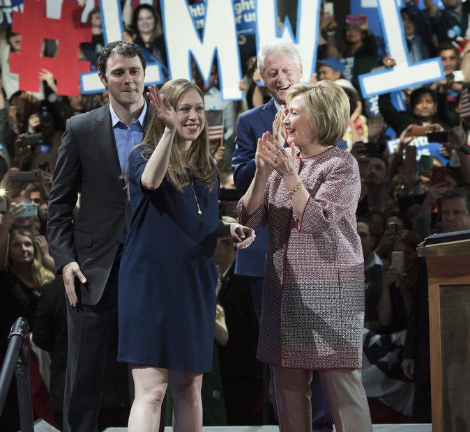 Photos : Chelsea Clinton, avec ses parents Bill et HIllary : les 21 bébés que l'on attend pour 2016 !