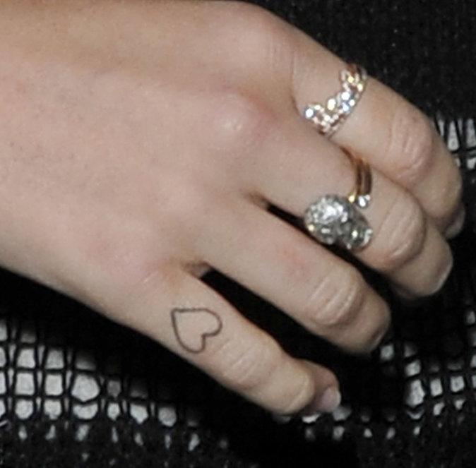 Le petit coeur sur la main de Miley Cyrus