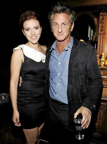 Scarlett Johansson & Sean Penn