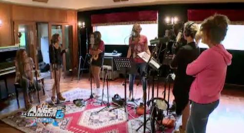 Les filles sont en studio d'enregistrement mais Fred est bouleversée
