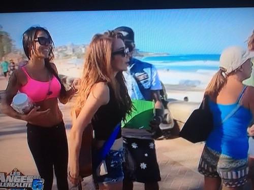 Shanna, Sofiane, Dania et Linda partent sur la plage récolter de l'argent pour les enfants