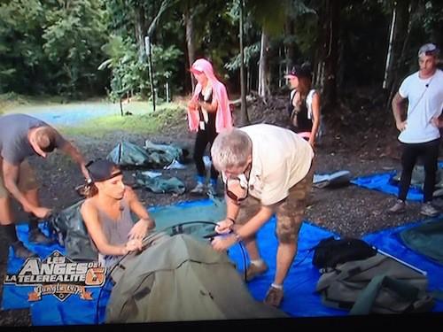 Avec le campement dans la jungle sous la pluie, Anaïs et Amélie pètent un plomb