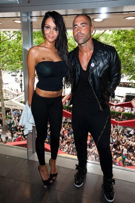 Nabilla et Sofiane au Ice Baar à Paris, le 27 juin 2012.