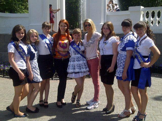 Les ukrainiennes portent très bien l'écharpe elles aussi