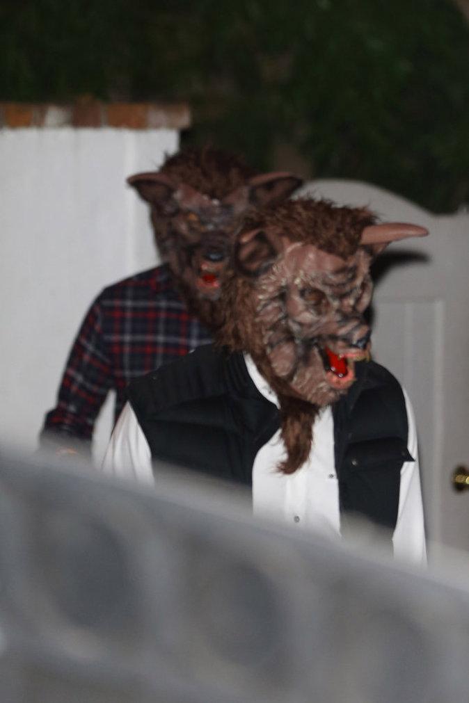 Les deux compères vont jusqu'à choisir le même déguisement pour une soirée organisée par Kate Hudson