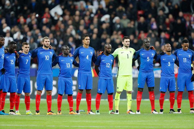 Les Miss France à fond derrière les Bleus lors de leur victoire face à la Russie
