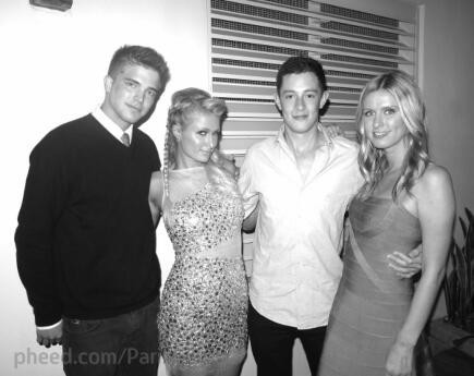 Paris Hilton : à Miami avec Nicky Hilton, River Viiperi et James Rothschild
