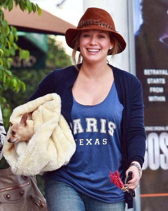 Hilary Duff s'exerce à pouponner avant bébé !
