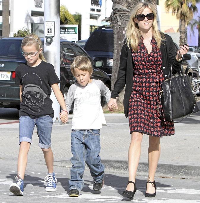 Fête des mères : Reese Witherspoon est une maman poule !