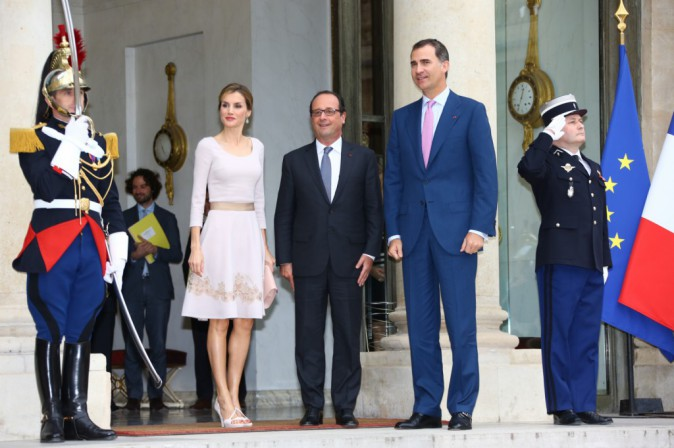 Le roi Felipe VI et la reine Letizia d'Espagne sont reçus par le président de la république François Hollande au palais de l'Elysée à Paris. L...