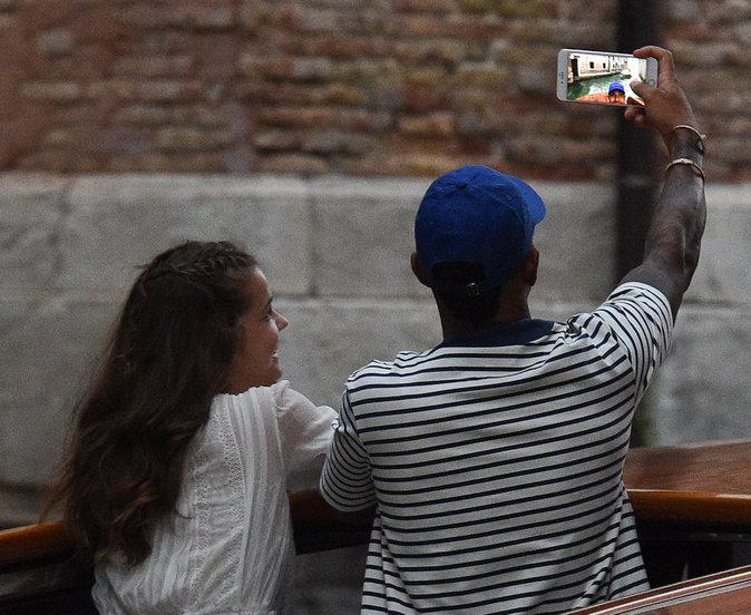 Barbara Palvin et Lewis Hamilton à Venise le 30 août 2016