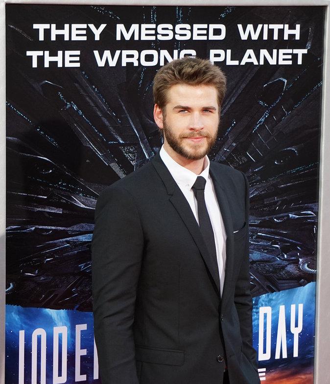 """Photos : Liam Hemsworth foule le tapis rouge pour l'Avant-Première du film """"Independence Day 2"""""""
