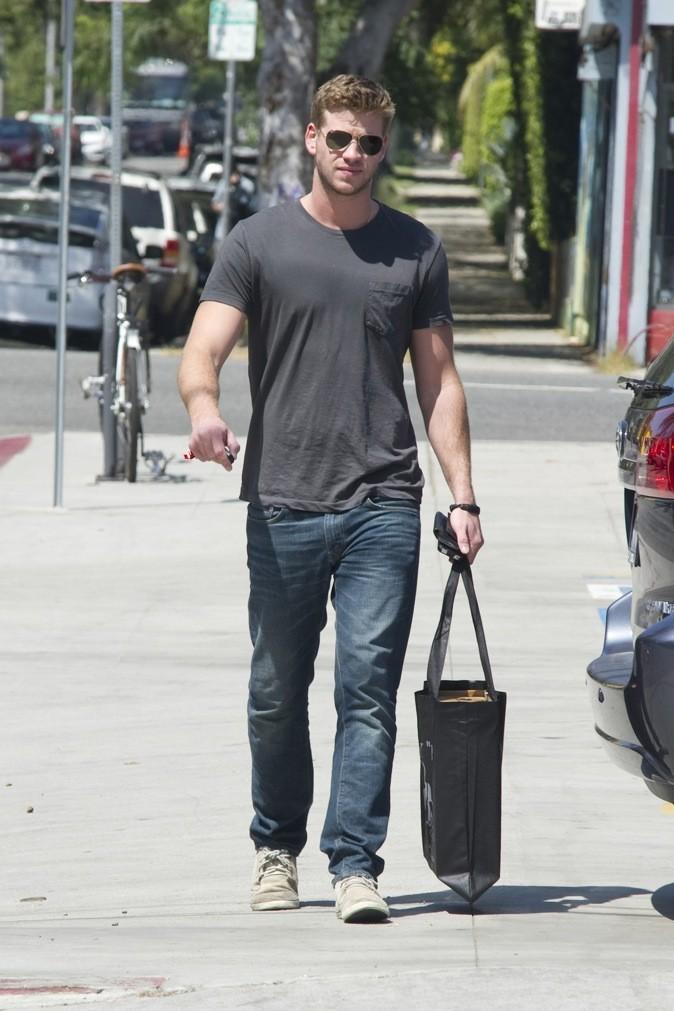 Liam Hemsworth se balade !