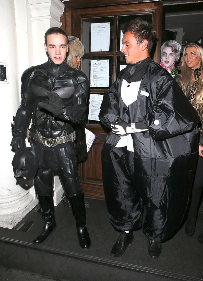 Liam Payne déguisé en Batman à Londres le 27 octobre 2012
