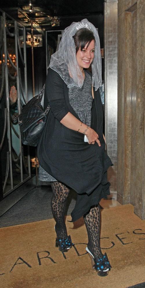 Lily Allen vient de fêter son enterrement de jeune fille !