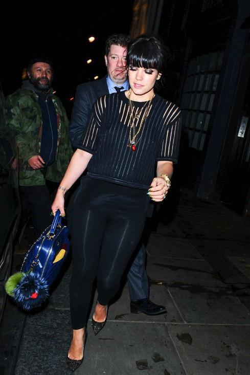 Lily Allen à la sortie du Groucho Club, à Londres, le 12 février 2014