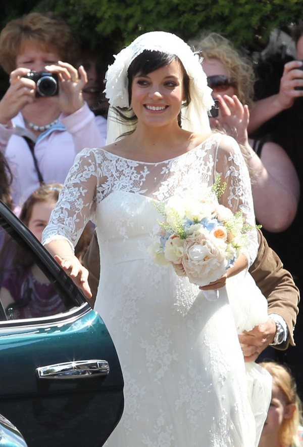 Photos lily allen mari e heureuse et ravissante avec l 39 homme de sa vie - Le bouquet de la mariee ...