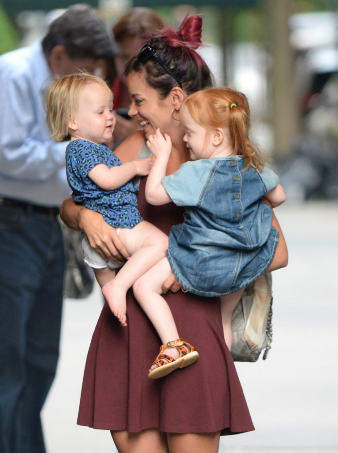 Lily Allen et ses filles à New York le 29 juillet 2014