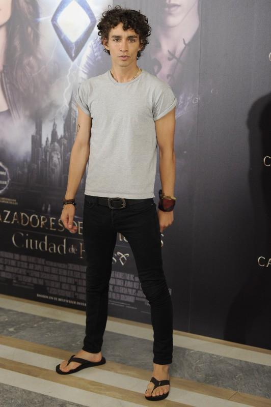 """Robert Sheehan en promo pour le film """"The Mortal Instruments : La Cité des ténèbres"""" à Madrid, le 22 août 2013."""