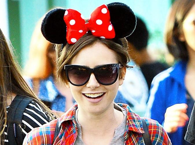 Lily Collins s'éclate à Disney pour ses 26 ans !