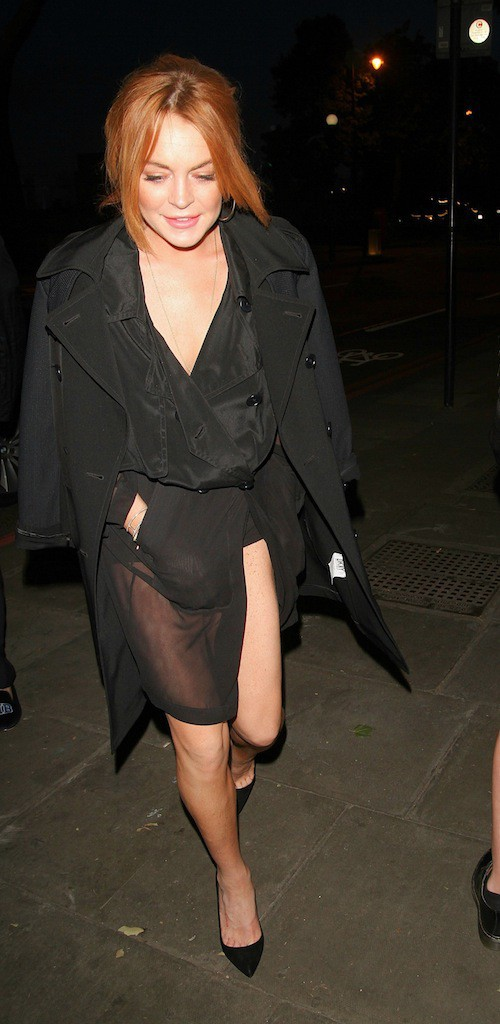 Photos : Lindsay Lohan : quelque chose de gênant dans sa robe !
