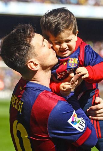 Photos : Lionel Messi : fier de ses nouveaux records, son fils un peu moins !