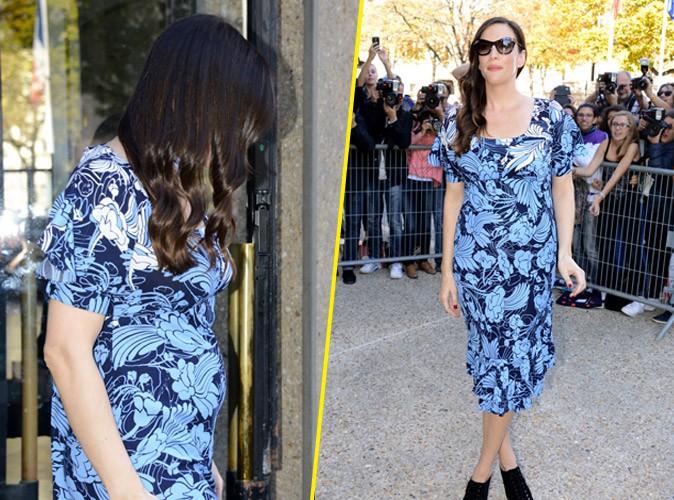 Photos : Liv Tyler : sa grossesse enfin officielle, elle affiche son ventre rond au défilé Miu Miu !