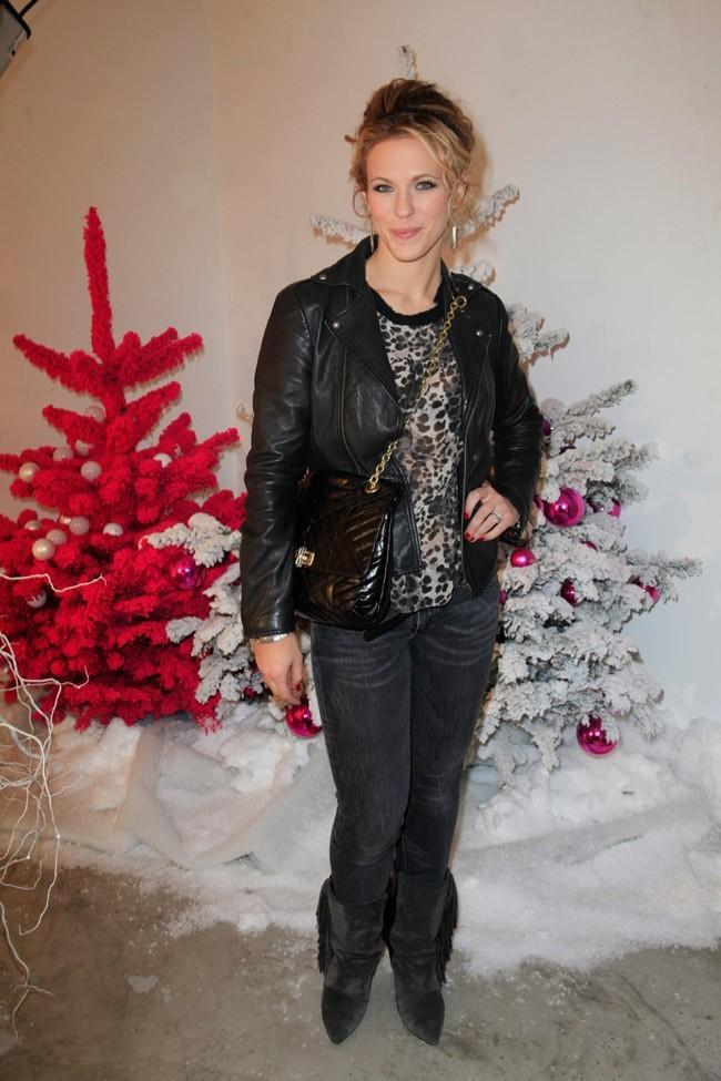 Lorie à l'ouverture de la boutique éphémère Olympus à Paris le 6 décembre 2012