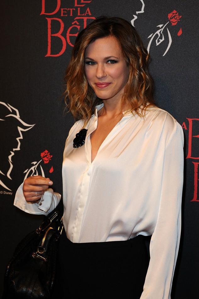 Lorie à la grande première de la Belle et la Bête au théâtre Mogador de Paris le 24 octobre 2013