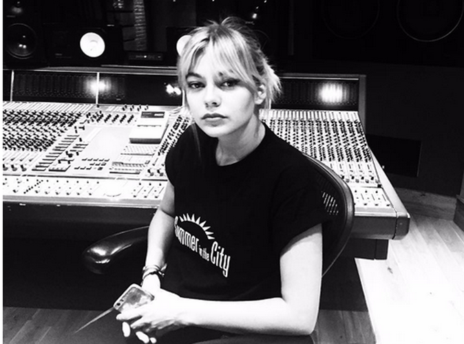 Photos : Louane : sosie de Taylor Swift ?