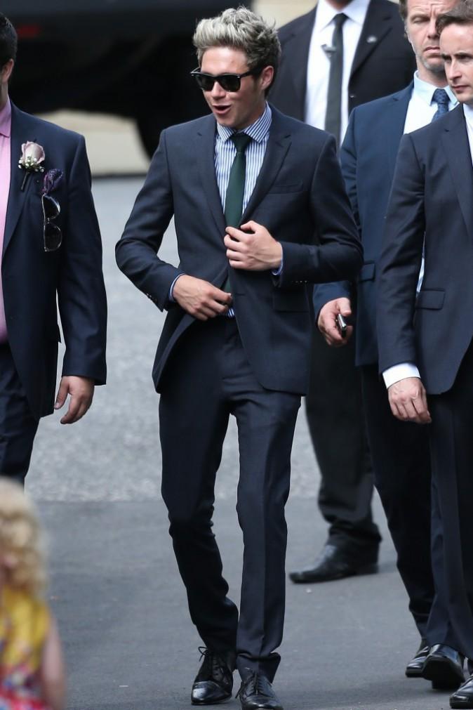 Photos : Louis Tomlinson : chic au mariage de sa mère, célébré en compagnie d'Harry Styles, Niall Horan et Liam Payne !