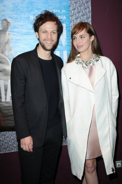 Pierre Rochefort et Louise Bourgoin lors de la première du film Un Beau Dimanche, le 3 février à Paris.