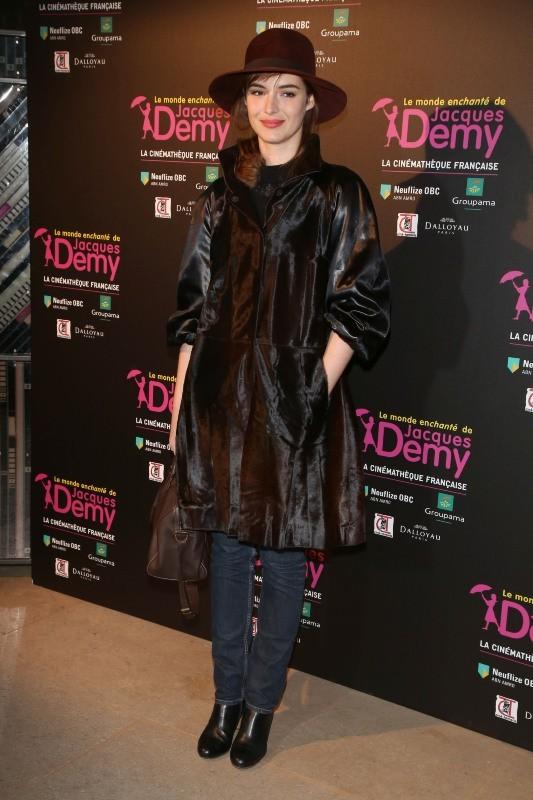 """Louise Bourgoin lors de l'exposition """"Le monde enchanté de Jacques Demy"""" à Paris, le 8 avril 2013."""